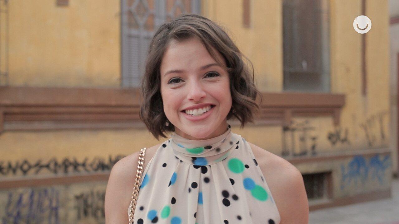 Agatha Moreira comenta cena em que Josiane vende bolos na rua