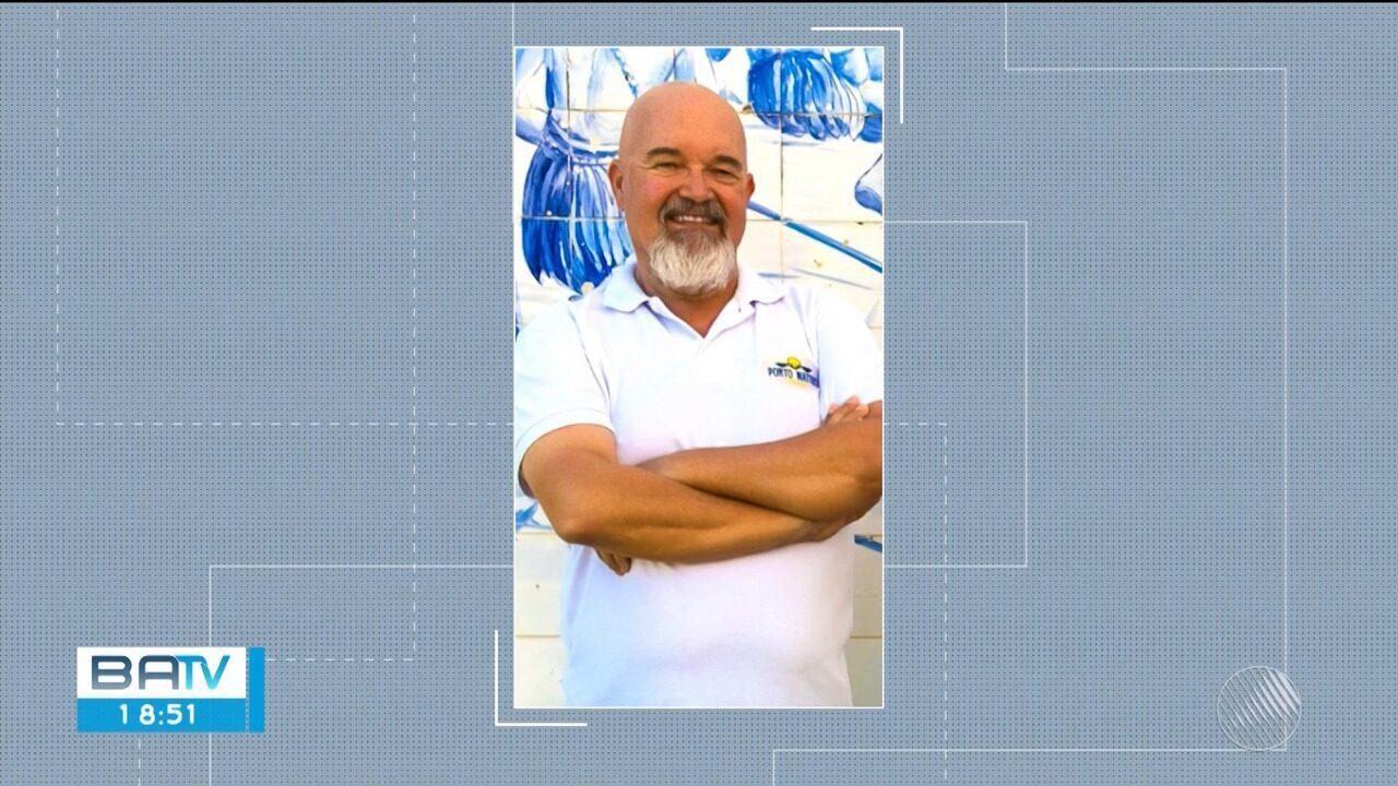 Empresário morre atingido por ônibus após estacionar carro na contramão em Porto Seguro