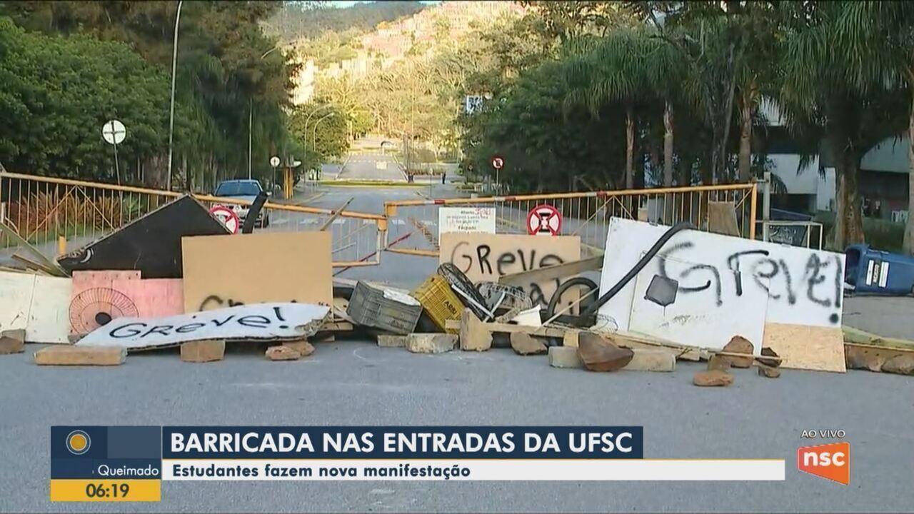 Barreiras são colocadas no acesso à Universidade Federal de Santa Catarina em protesto