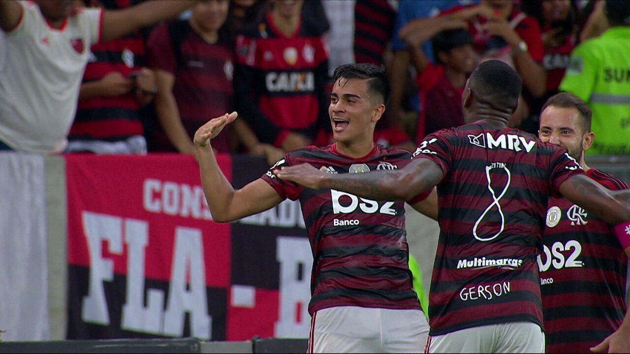Gol do Flamengo! Zaga do Galo cochila, Vitinho toca de cabeça e Reinier manda para o fundo da rede