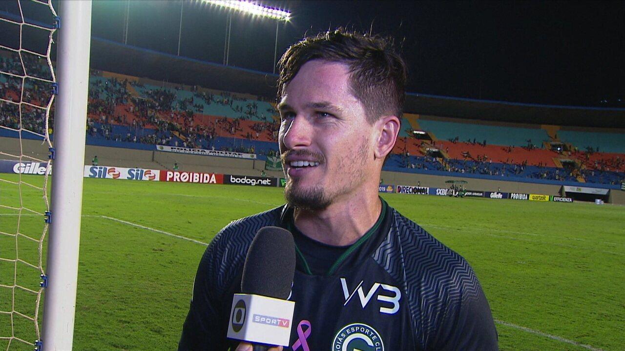"""Tadeu comemora vitória sem levar gol e elogia Michael: """"É um craque"""""""