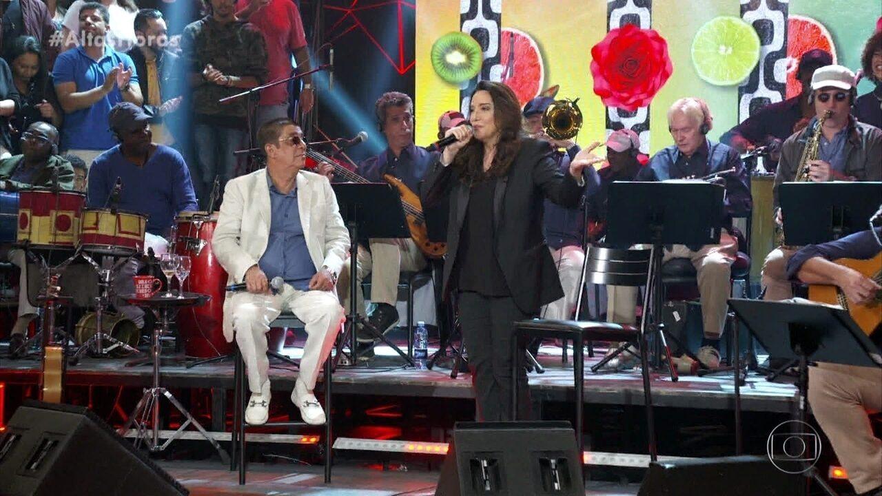 """Zeca Pagodinho e Ana Carolina cantam """"Deixa a Vida Me Levar"""""""