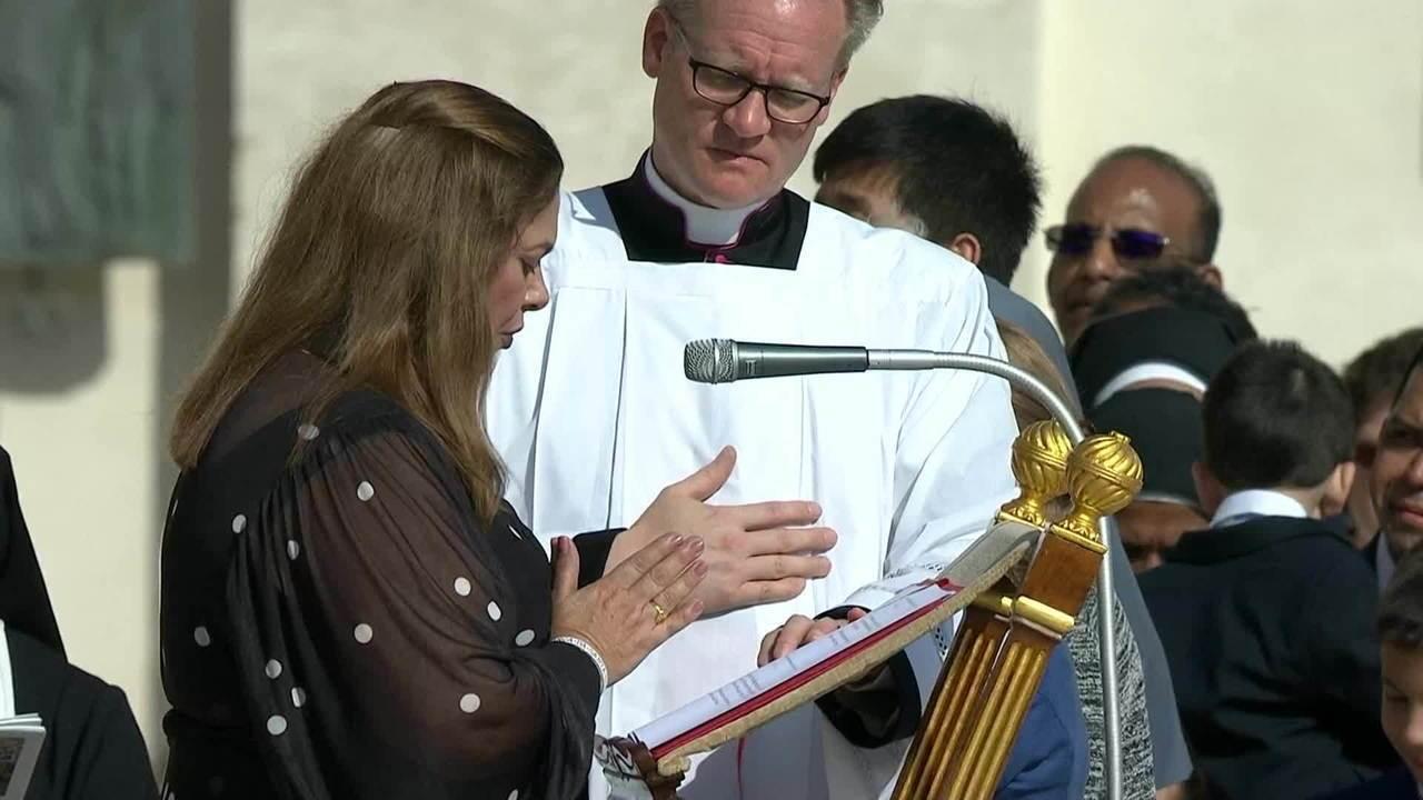 Brasileira faz leitura de prece na missa de canonização de Irmã Dulce