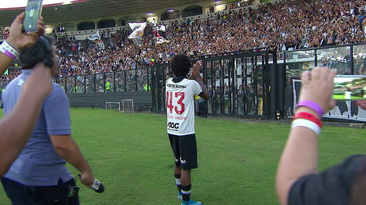 Talles Magno puxa a festa da torcida antes de se apresentar a Seleção para o Mundial Sub-17