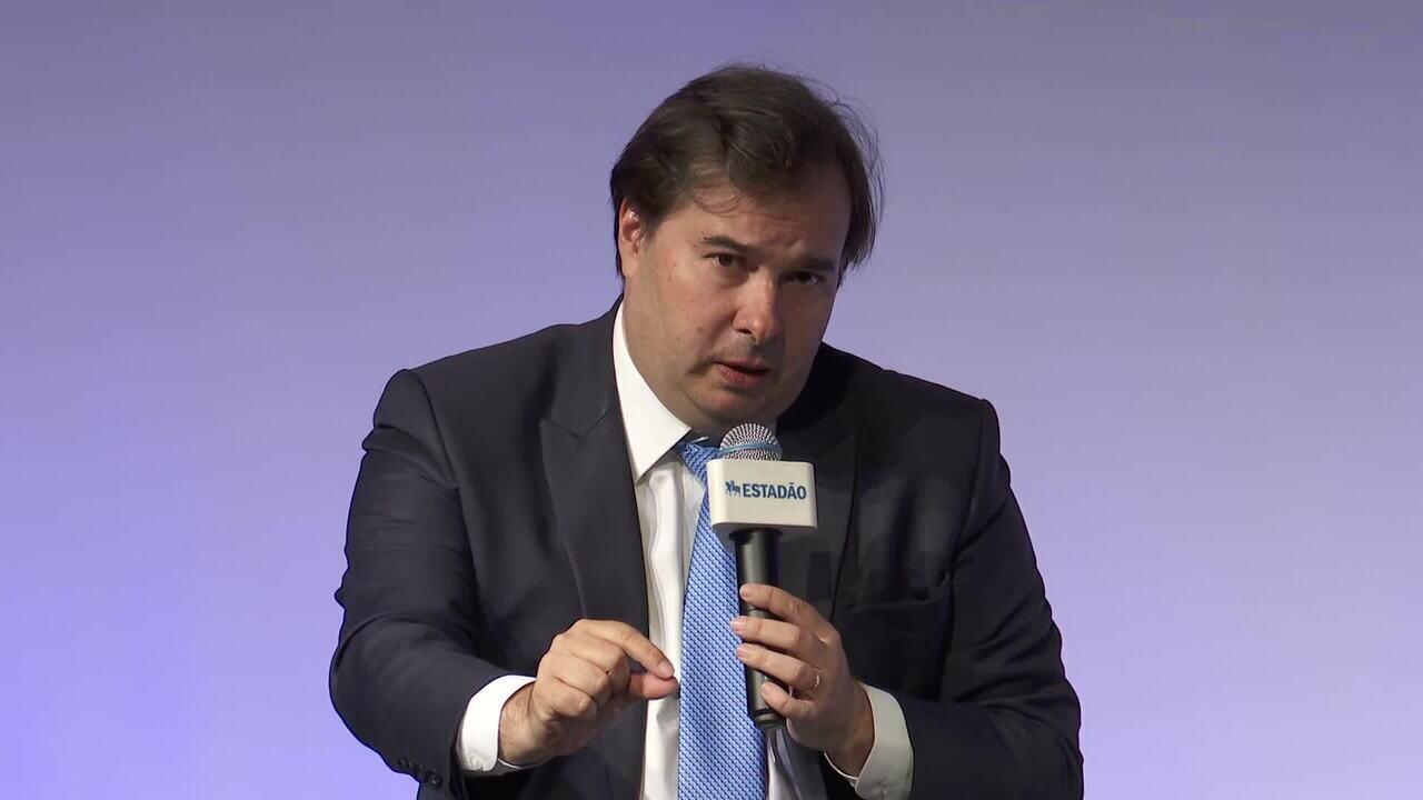Rodrigo Maia diz que reforma administrativa pode vir antes da tributária