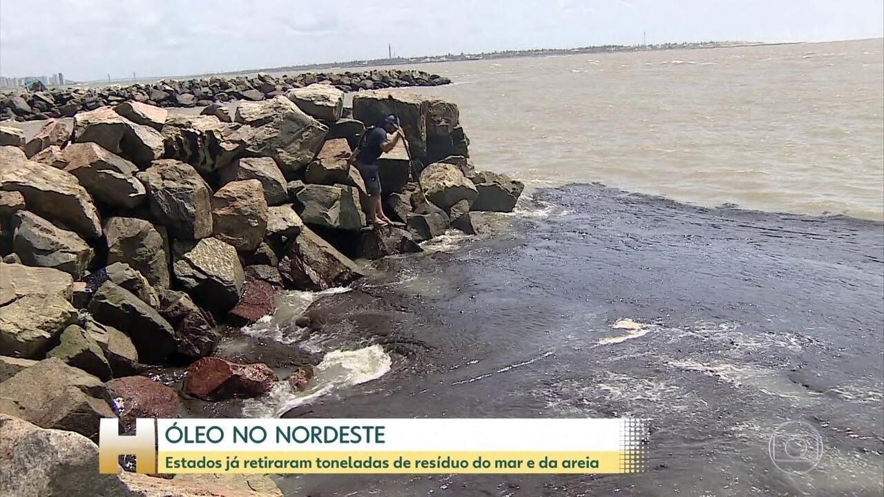 Estados do nordeste retiram toneladas de óleo do mar e da praia
