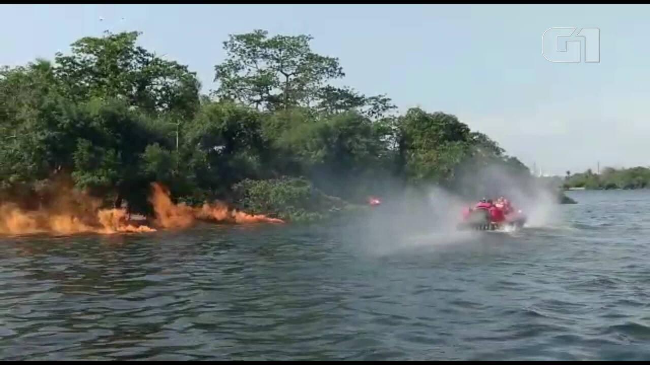 Treinamento simula queda de avião na Baía de Guanabara