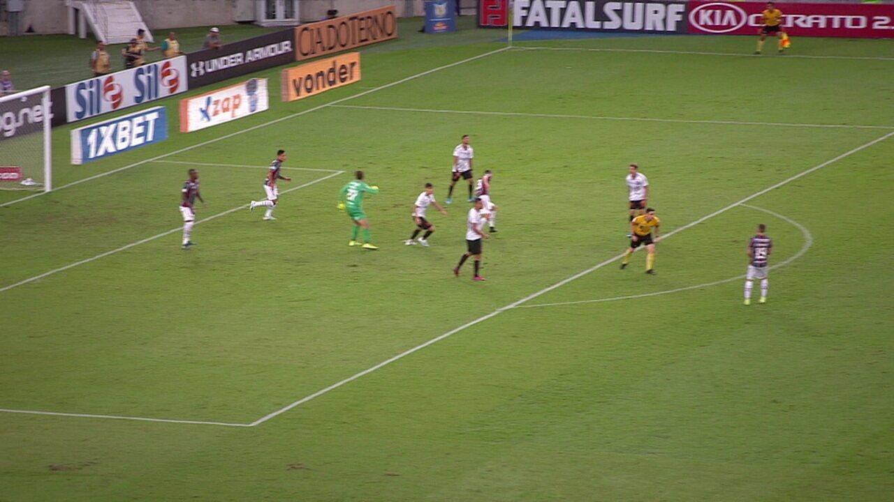 Muriel salva o Fluminense em lance de vacilo da zaga, aos 34' do 2º tempo