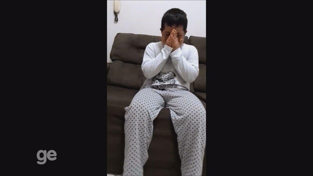 Resultado de imagem para Garoto com Síndrome de Down se emociona e manda recado para atacante Dudu do Palmeiras