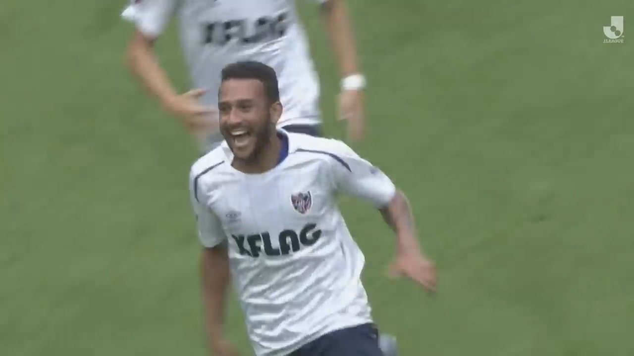 Roraimense marca golaço em vitória de vice-líder contra time de Iniesta no Japão
