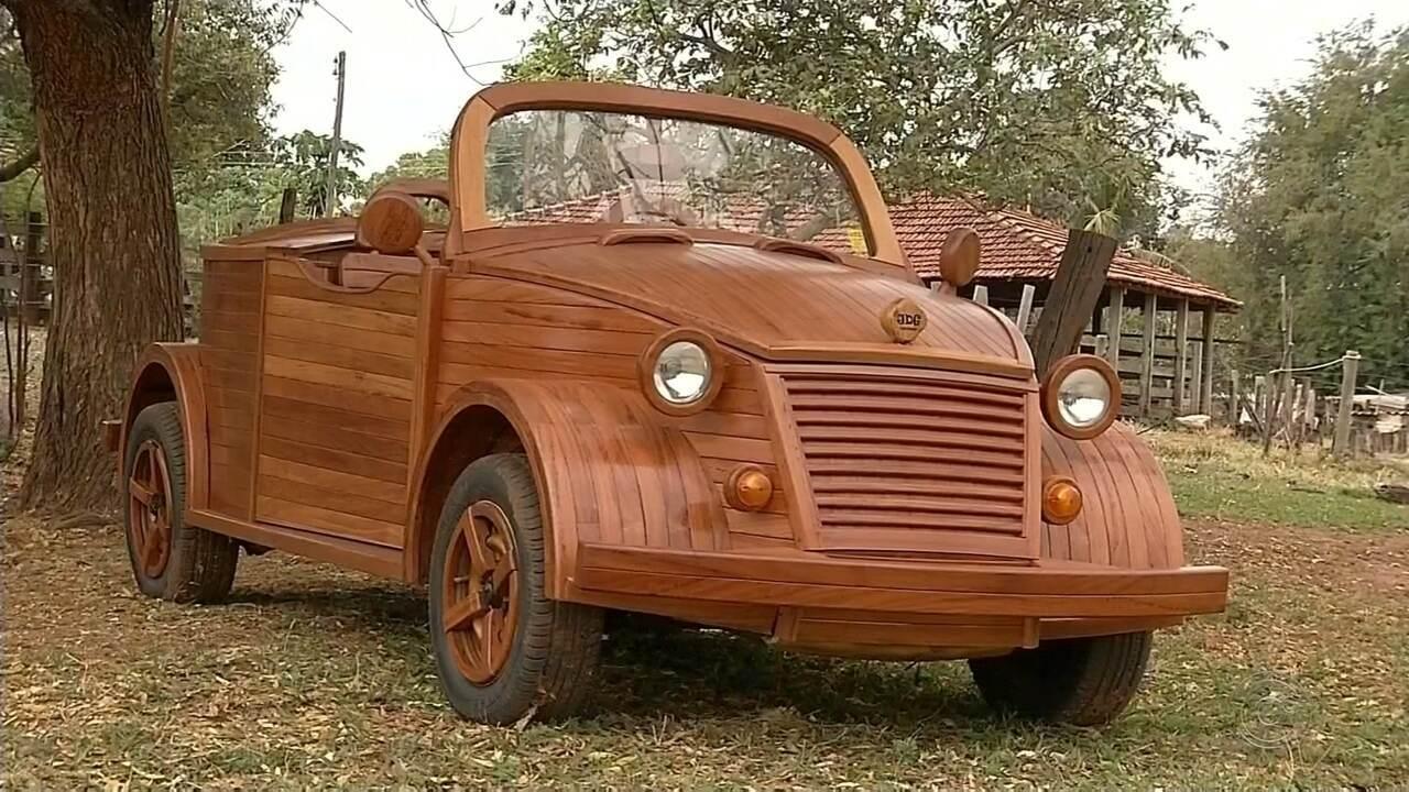 Marceneiro cria carro de madeira em Santa Fé do Sul