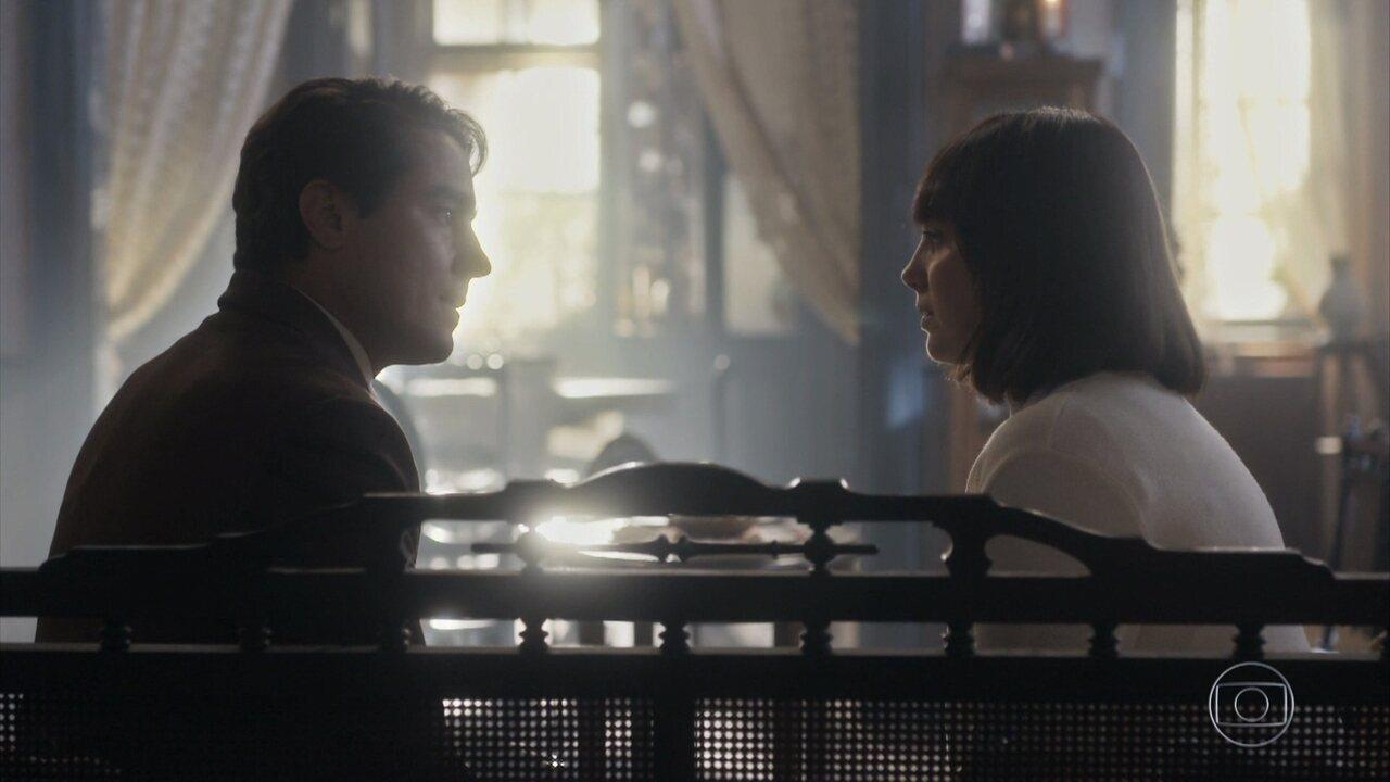 Almeida revela a Clotilde que é casado