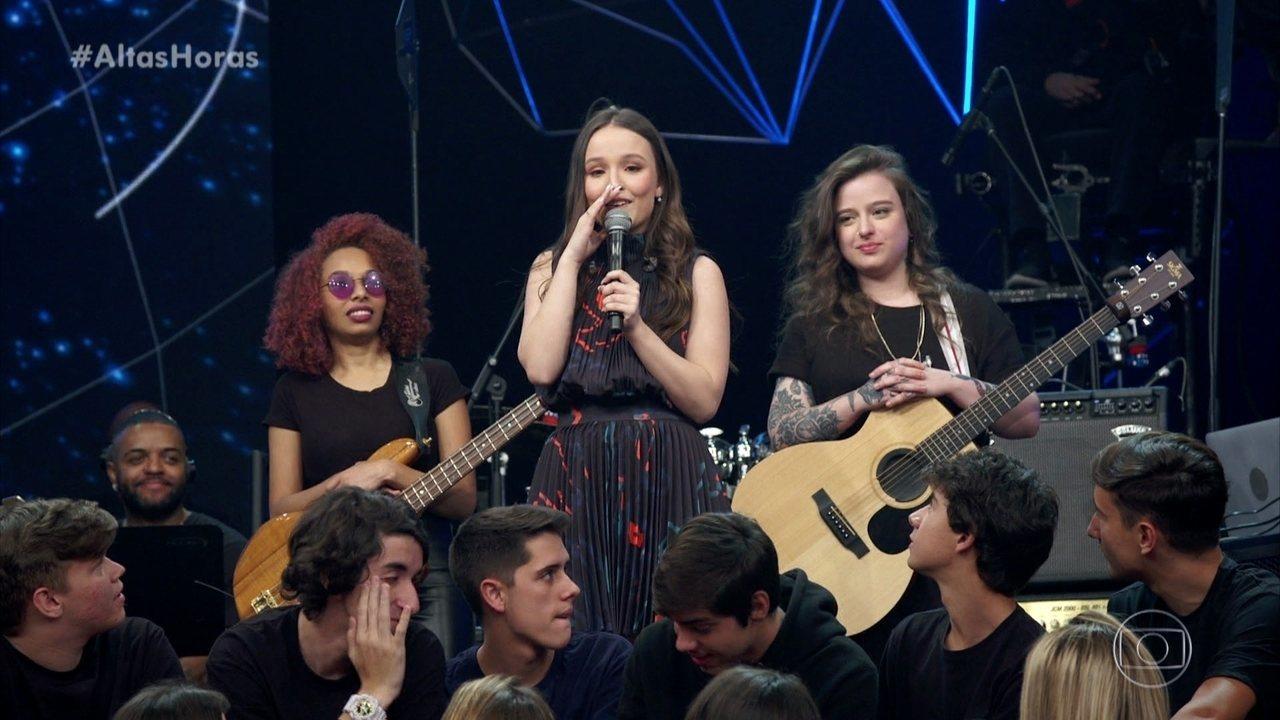 Larissa Manoela revela que usa fralda em show