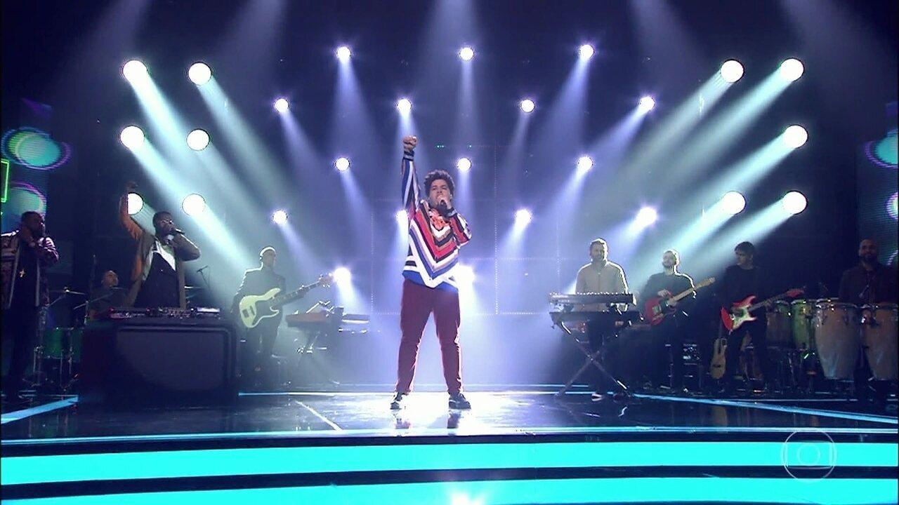 Robson Nunes canta sucesso de IZA