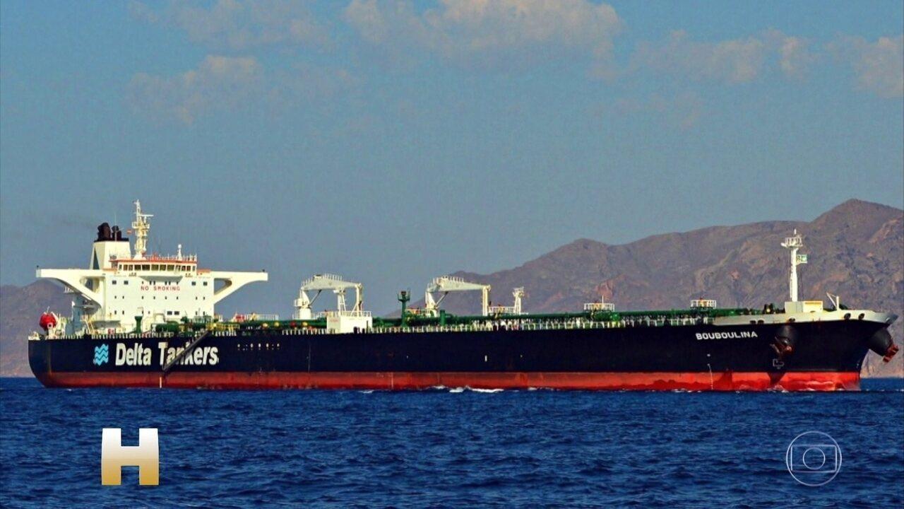 Marinha diz que navio grego, suspeito do vazamento de óleo, já foi notificado