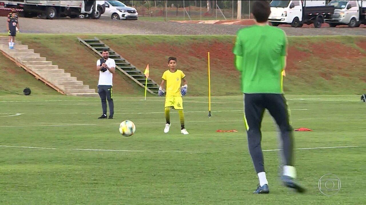 Brasil enfrenta Chile pela Copa do Mundo Sub-17 e conta com torcida de fãs mirins