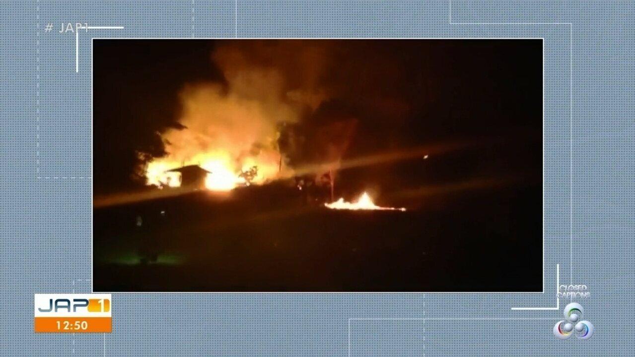 Incêndio atinge área florestal e fumaça invade casas de dois residenciais em Macapá