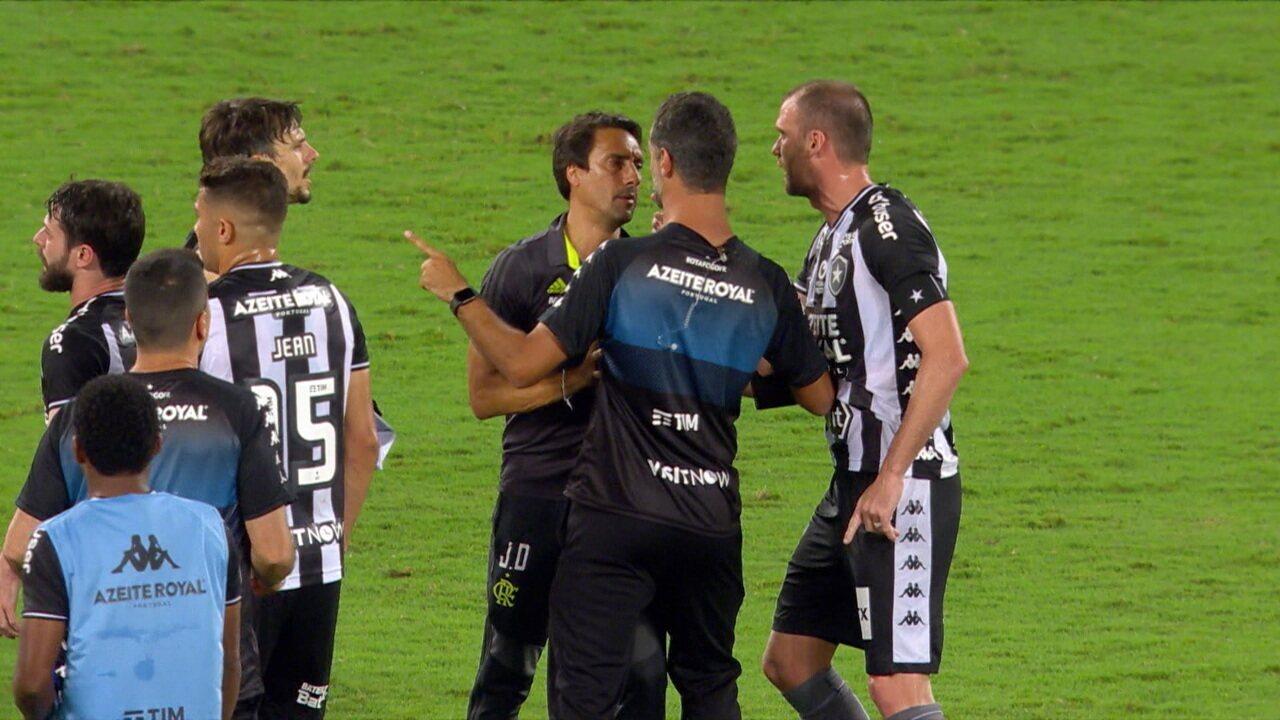 Carli e Jorge Jesus se desentendem ao final da partida