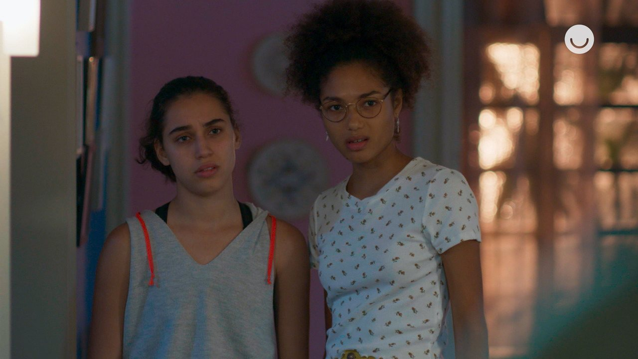Teaser 'Bom Sucesso' 09/11: Gabriela e Alice não gostam de encontrar Marcos em casa