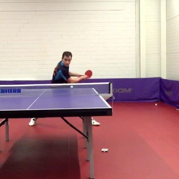 Hugo Calderano faz jogadas espetaculares em treino de tênis de mesa