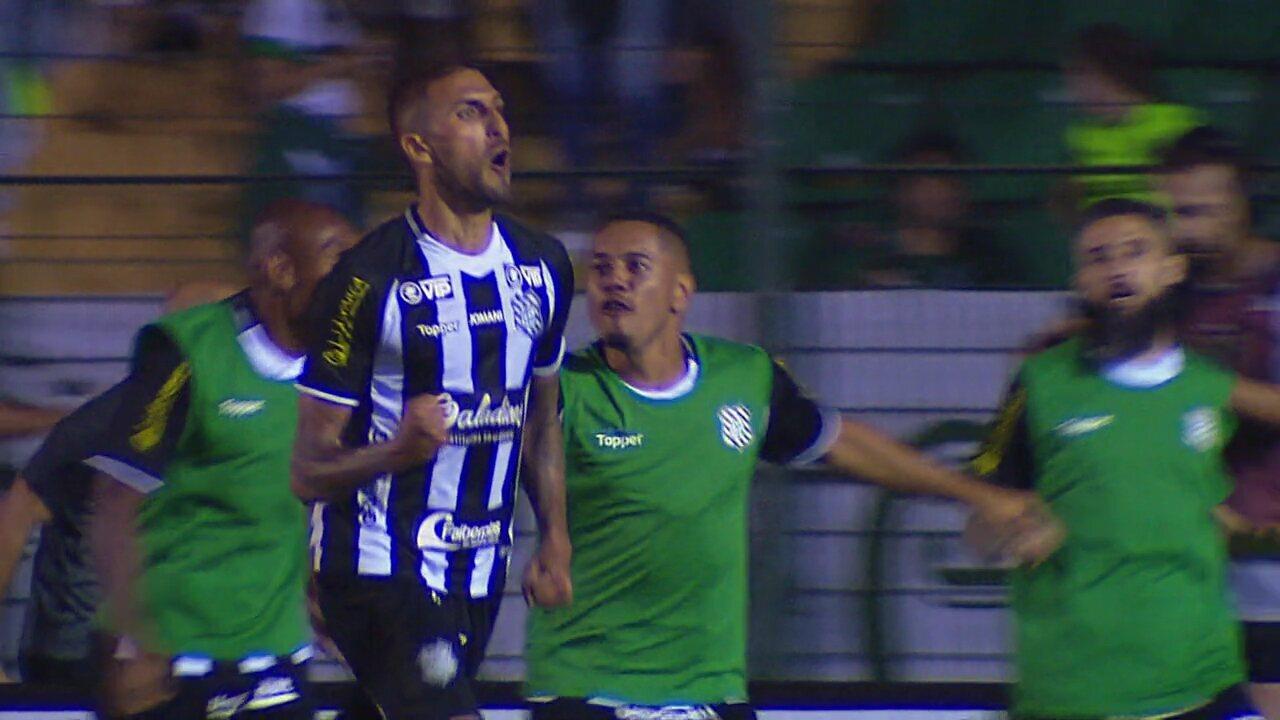 Rafael Marques pega firme e faz o gol do 1 a 1 no Figueirense x Coritiba, aos 23 do 2°
