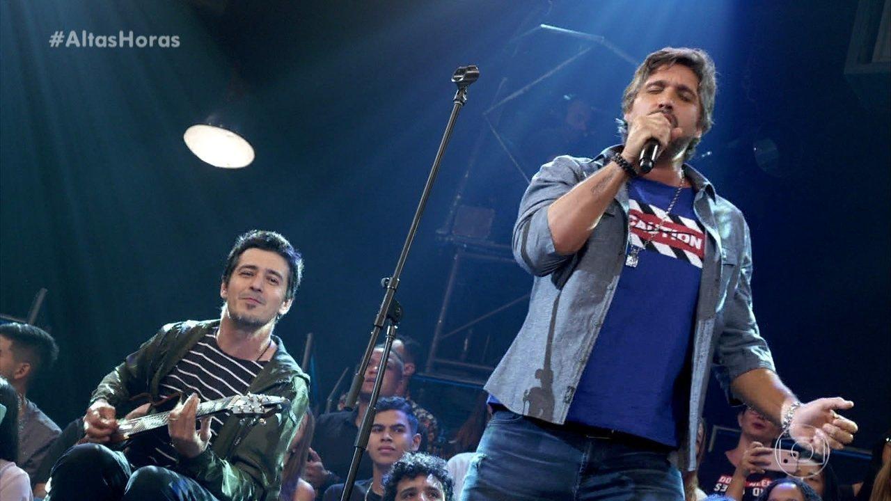Leo Chaves performa grande clássico de Wando