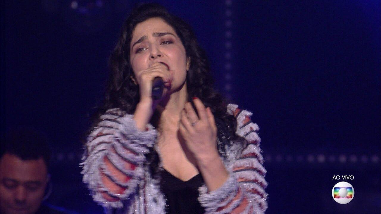 Letícia Sabatella canta 'Titanium' e recebe convite