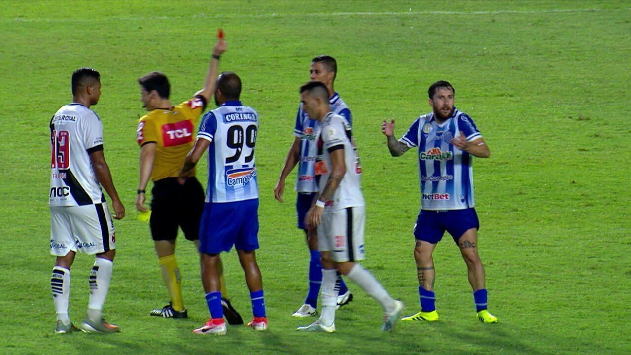 Expulso! Jonatan Gómez acerta o braço em Richard e recebe o vermelho