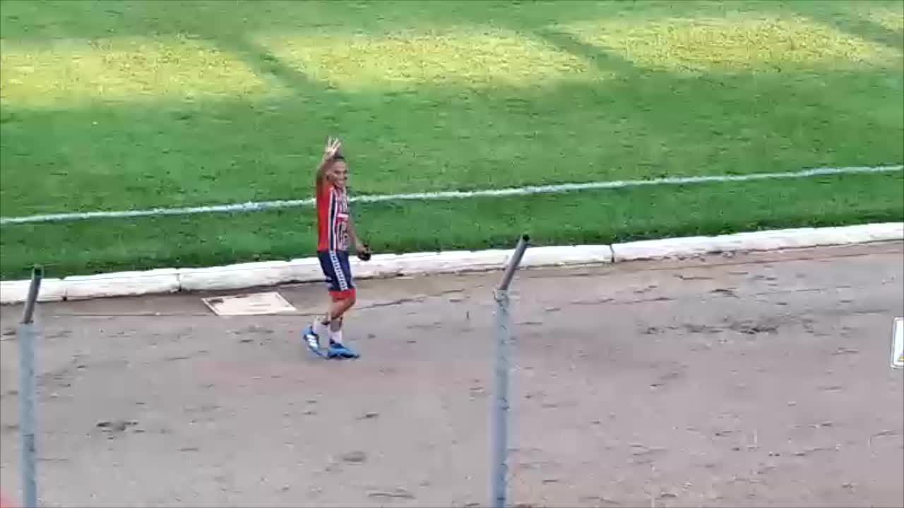 Monique sai de campo aplaudida, depois de garantir 4 gols para o Porto Velho