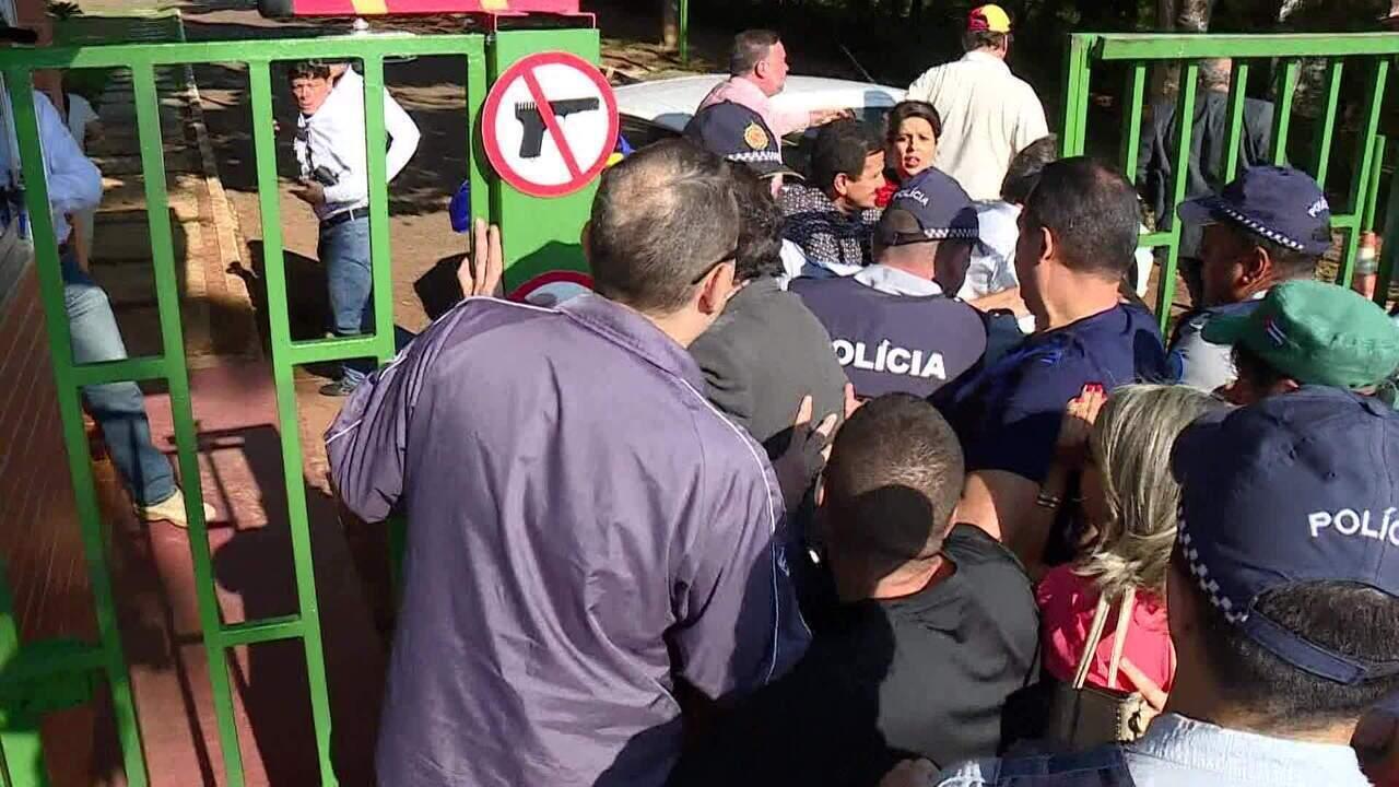 Apoiadores de Guaidó ocupam sede da embaixada da Venezuela em Brasília