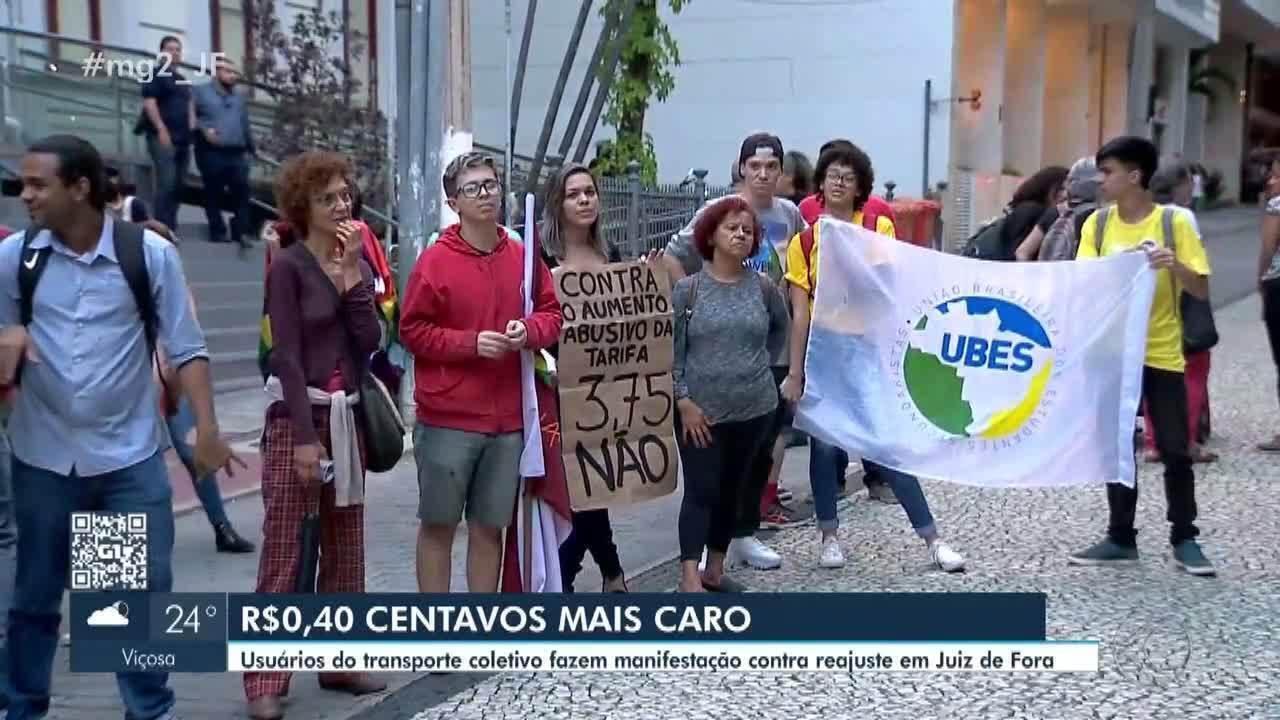 Grupo realiza ato contra aumento da tarifa de ônibus em Juiz de Fora