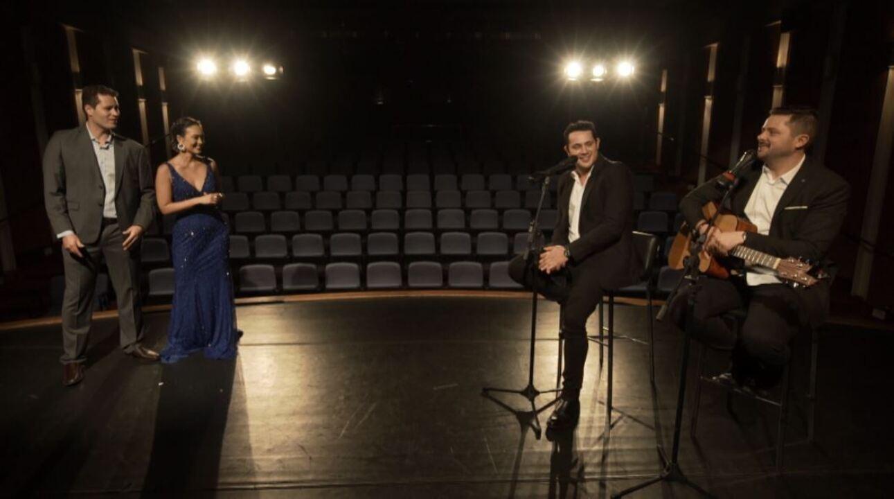 Pedro e Cris revivem o famoso 'Globo de Ouro' com sucessos do momento
