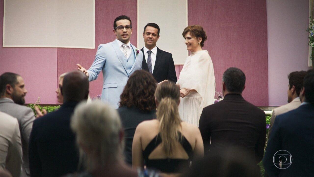 Antes de começar a cerimônia de casamento Zé Hélio faz discurso