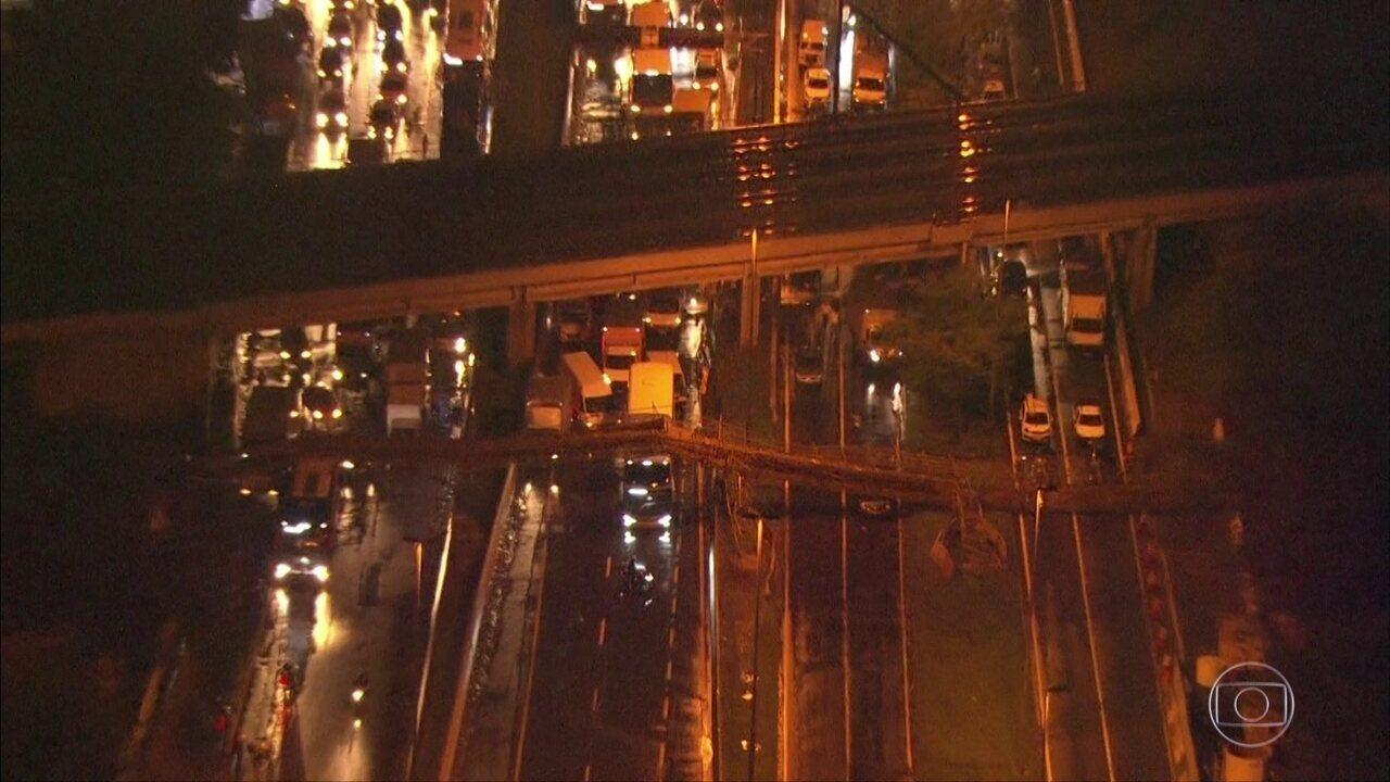 Prefeitura vai abrir processo para apurar responsabilidade de desabamento de passarela