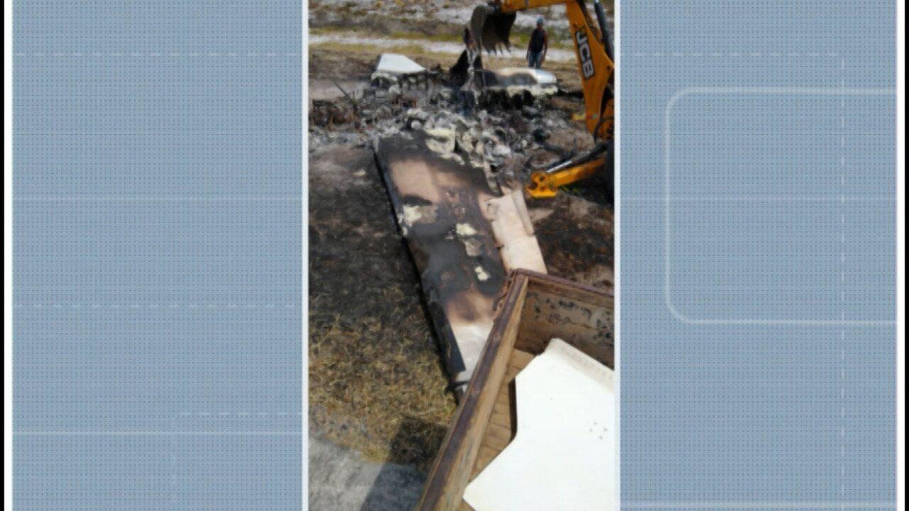Destroços do avião que caiu em Marau começam a ser retirados neste sábado