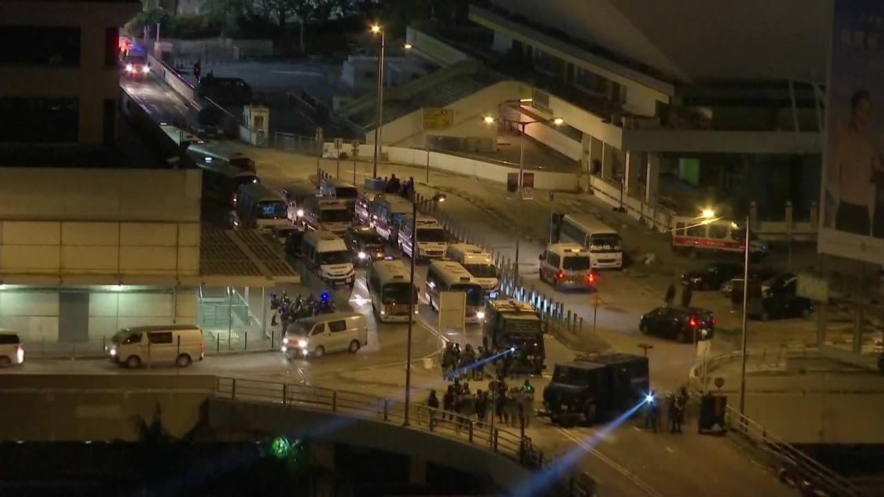 Polícia diz que poderá usar balas de verdade contra manifestantes de Hong Kong