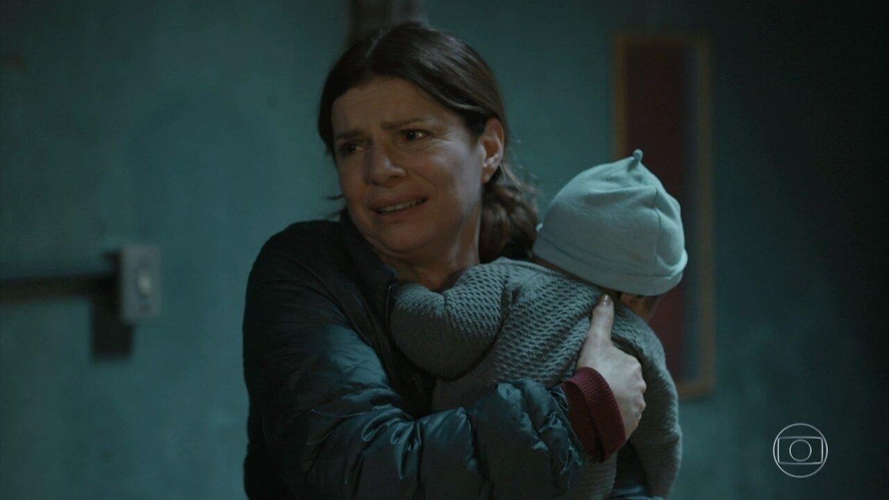 Jaci vai atrás de Lúcia na casa da viúva de Maicon