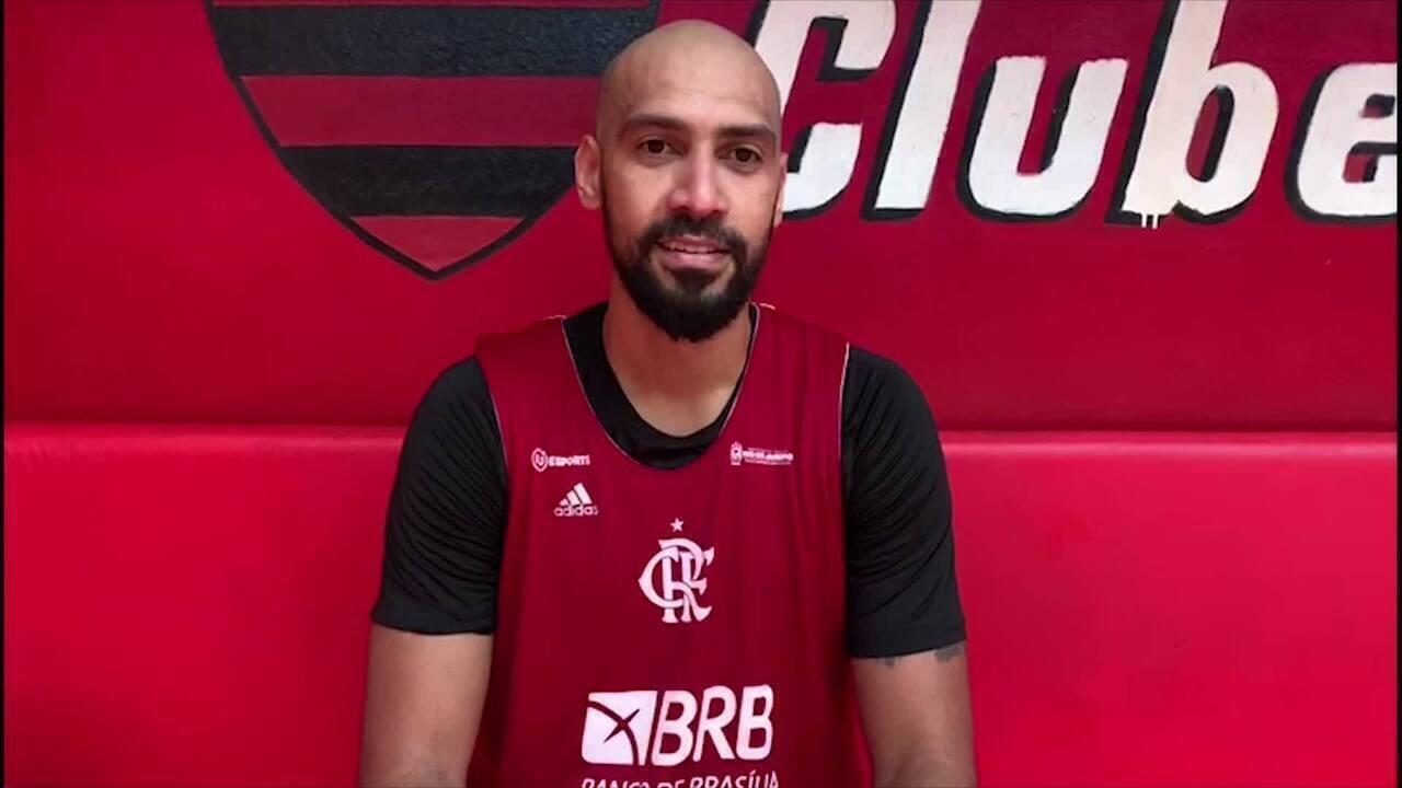 Marquinhos grava vídeo desejando boa sorte ao time do Flamengo em Lima