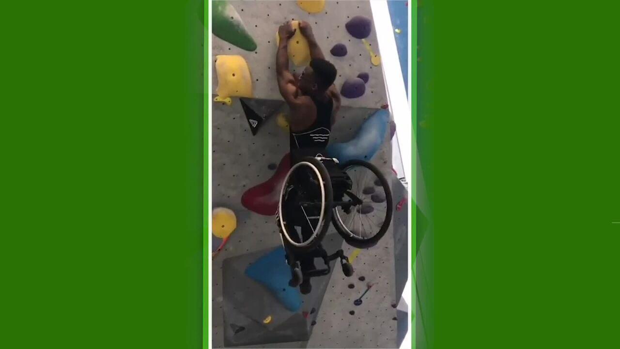 Canadense do basquete em cadeira de rodas demonstra força impressionante em escalada