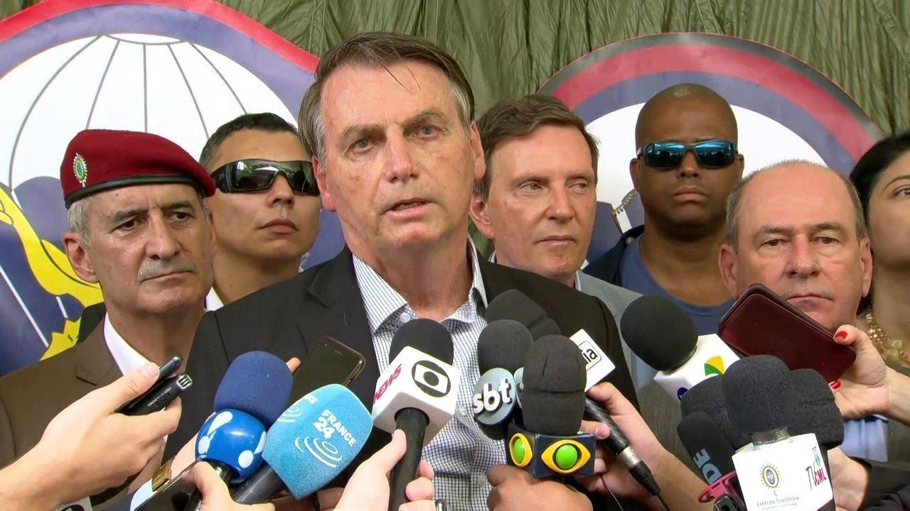 Bolsonaro comenta chegada de óleo à praia no norte do Rio de Janeiro