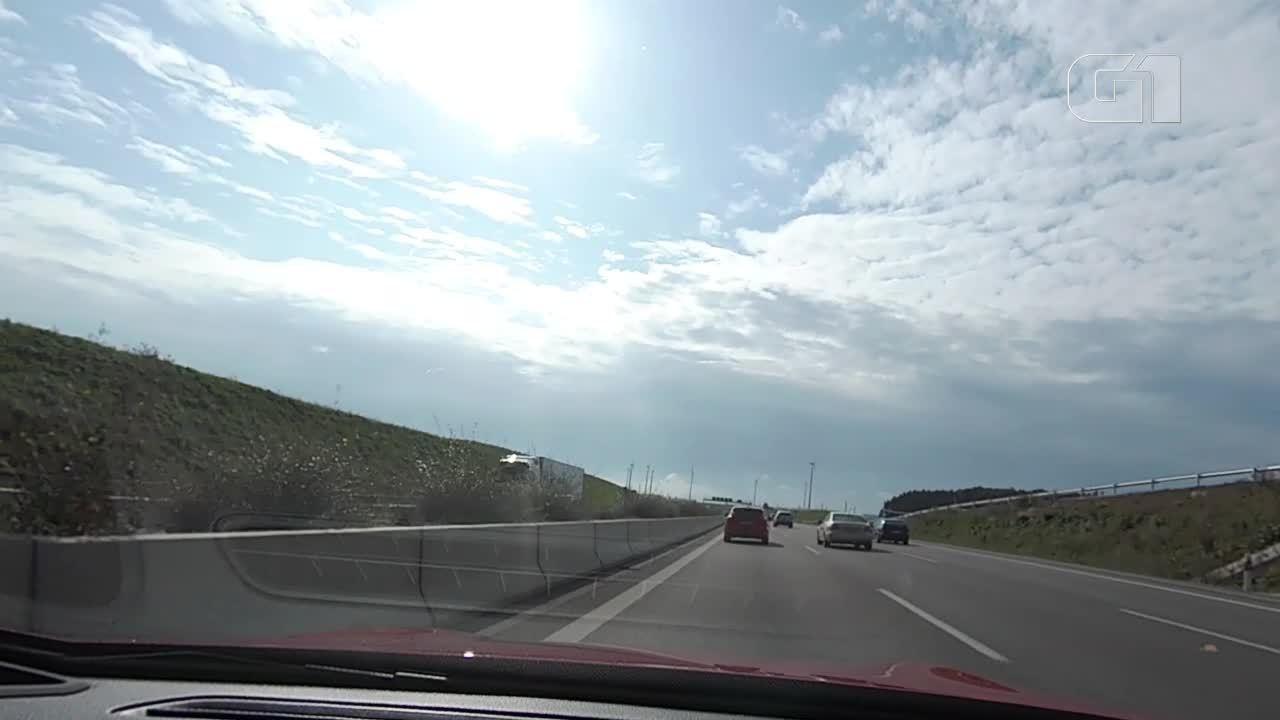 Veja como é andar a mais de 250 km/h em uma rodovia sem limite de velocidade
