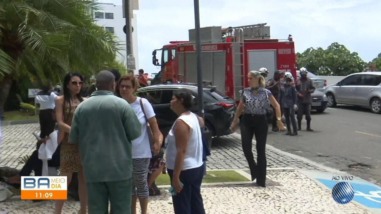 Incêndio atinge prédio na Avenida Garibaldi, em Salvador