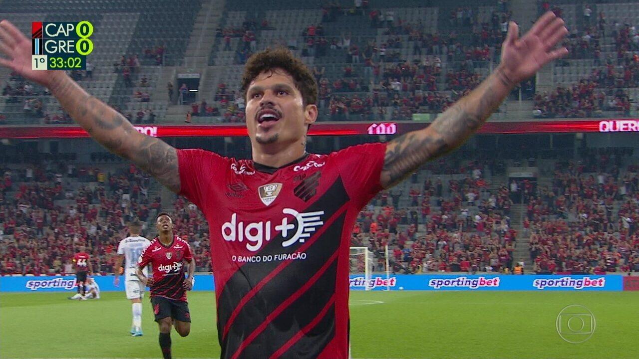 Gol do Athletico-PR! Márcio Azevedo faz bela jogada pela esquerda e abre o placar, aos 32' do 1º tempo