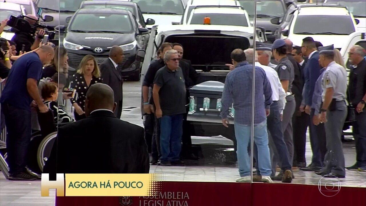 BOLETIM JH; Familiares de Gugu chegam à Assembleia Legislativa de São Paulo para velório