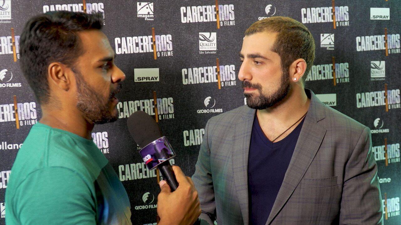 Ator Kaysar Dadour conta a Pablo Vasconcelos detalhes das cenas de 'Carcereiros - O Filme'