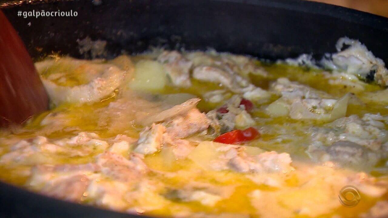 Cristina Sorrentino ensina a preparar Moqueca de Peixe no Cozinha de Galpão