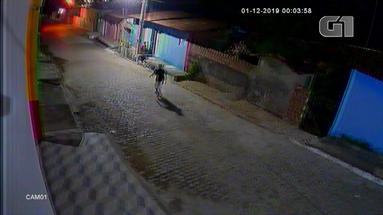 Vídeo mostra homem sendo espancado no meio da rua no interior do RN