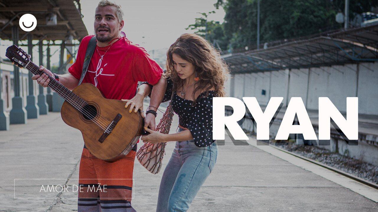 Thiago Martins e Nanda Costa comentam cena onde Ryan toca violão na estação de trem