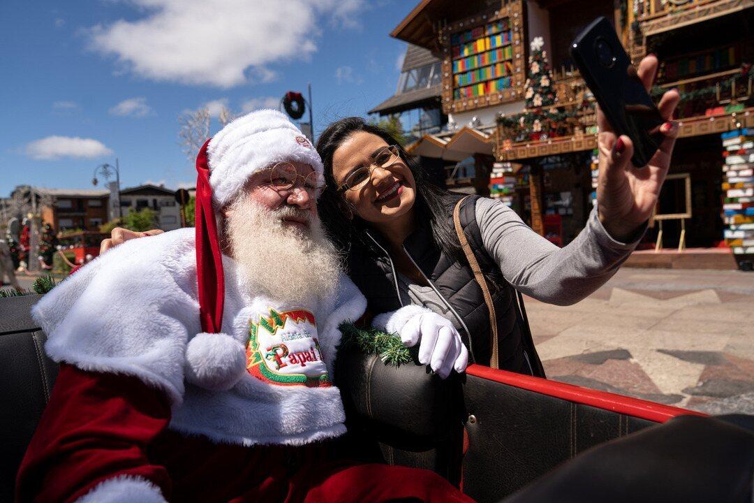 Em Gramado e Canela, turismo natalino tem Papai Noel no rapel e desfile gratuito na rua