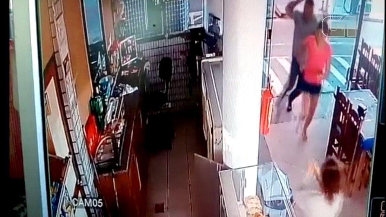 Após briga, mulher atira contra genro e irmão dele e é presa em Igaraçu do Tietê